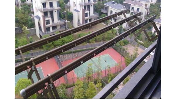 阳台顶上伸缩晾衣架,你跟6年前最大的区别【奕之晾衣架】