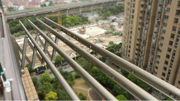 阳台外伸缩晾衣架6
