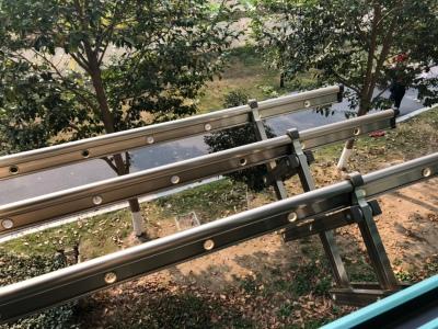 阳台外做伸缩晾衣架